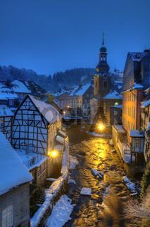 Winterliches Monschau bei Nacht