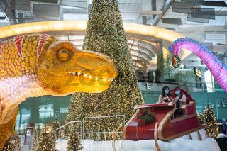Singapur, Republik Singapur, Weihnachtsdekoration in der Abflughalle im Terminal 3 am internationalen Flughafen Changi