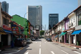 Singapur, Republik Singapur, Leere Strassen, Shophouses und moderne Hochhaeuser im muslimischen Viertel