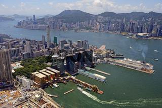 Blick auf die Hafenanlagen von Kowloon und den Hongkong River au