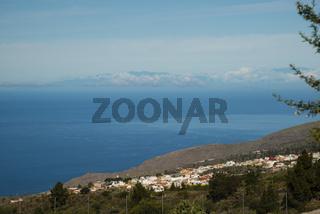 Panorama von Chirche über Chio auf die Westküste, dahinter die Insel La Palma, Teneriffa, Kanarische Inseln, Spanien, Europa