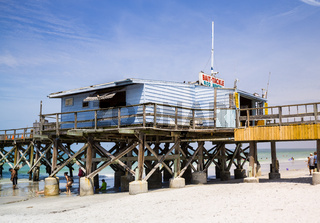 Redington Beach and pier in Pinellas County