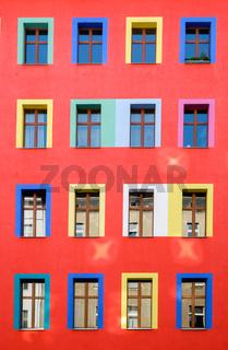 Rote bunte Hausfassade