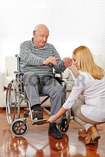 Physiotherapie mit Senioren im Rollstuhl