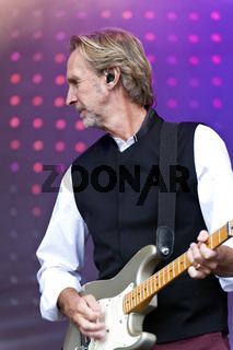 Mike and the Mechanics live on Kiel Week 2014