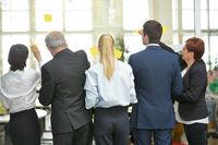 Business Team beim Brainstorming im Seminar