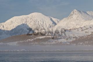 Morgenstimmung an einem See im Tal Doeralen, Rondane, Oppland