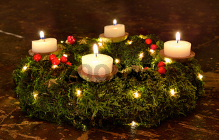 advent christmas wreath candles evening dark wood moss