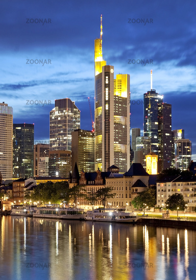 City view in the evening with Main and financial district, Frankfurt am Main, Hesse, Germany, Europe