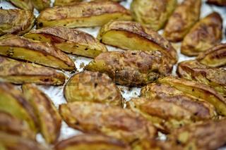 Gegrillte Kartoffeln auf Alufolie