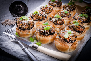 Champignons with puff pastry