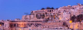 Malta Valletta, early morning - Panorama, Lascaris Battery / fortification, Upper Barrakka Gardens,