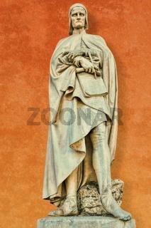 ancient statue of dante alighieri