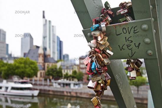 Love locks on the Old Bridge, Frankfurt am Main, Hesse, Germany, Europe