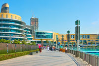 Promenade around the Dubai fountain