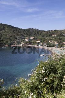 Bucht mit Kieselstrand in Bagnaia, Toskana, Elba
