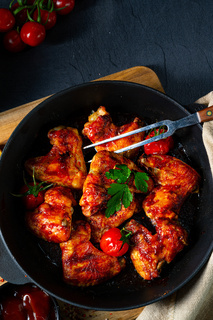 Spicy chicken wings in honey with potato wedges