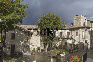Platz in Scanno  einer italienischen Gemeinde in der Provinz L'Aquila. die zu den  schönsten Dörfern Italiens gehört