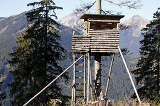 Jagdhochsitz im Gebirge