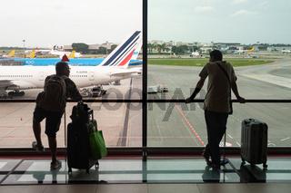 Singapur, Republik Singapur, Aussichtsgalerie im Terminal 1 des Flughafen Changi mit Flugzeugen