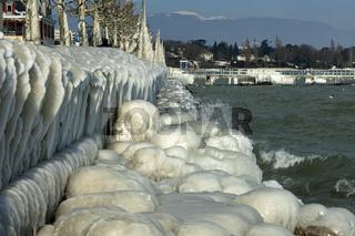 Eiszeit am Genfersee in Versoix bei Genf