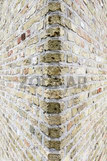 witzwinklige Wand