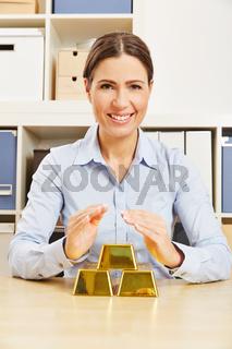 Frau mit Gold als Sicherheit