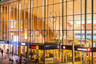 Bahnhofsvorplatz, Menschenmenge, Hauptbahnhof, Köln, Rheinland, Nordrhein-Westfalen, Deutschland, Europa