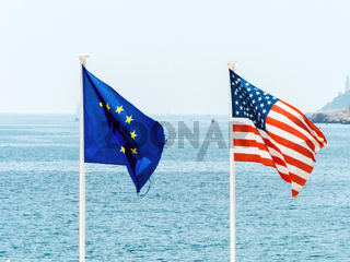 Fahnen der EU und der USA