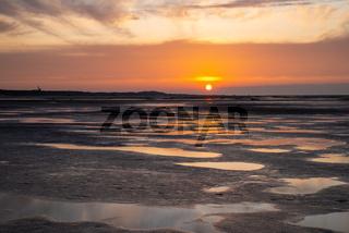Wunderschöner Sonnenuntergang am Meer