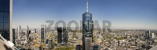 Blick auf Frankfurt und Taunus