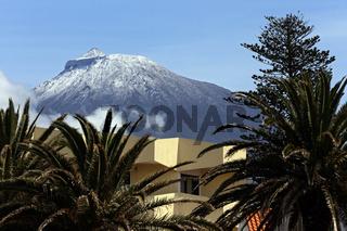 Snow covered vulcano Ponta do Pico, Azores