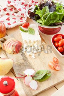 Zutaten fuer frischen Salat