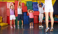 Kinderturnen in Vorschule in Turnhalle