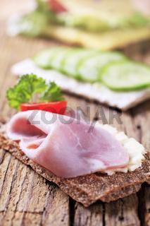Crisp bread with ham