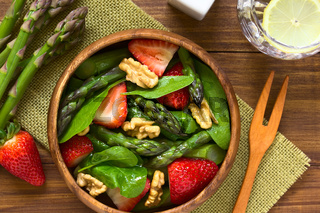 Strawberry Asparagus Spinach and Walnut Salad
