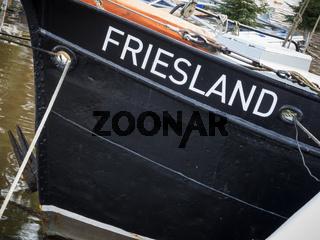 Fischkutter mit Namen Friesland