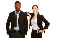 Afrikaner und Europäerin als Geschäftsleute
