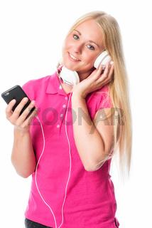 blondes mädchen mit kopfhörer und handy