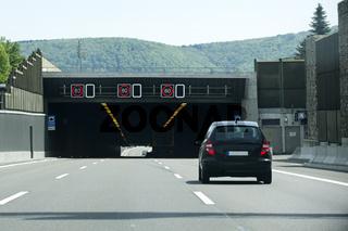 Autobahntunnel auf der A8 bei Gruibingen in Deutschland