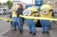 Carolin Kebekus with Minion Walking Characters