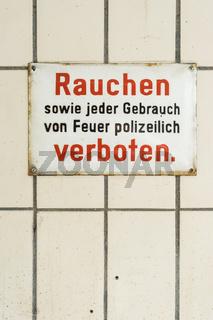 Rauchverbot in einer Autowerkstatt