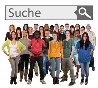 Große People Gruppe junge Leute suchen in Suchmaschine im Internet