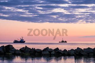 Schiffe an der Küste der Ostsee