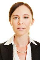 Gesicht einer Geschäftsfrau frontal von vorne