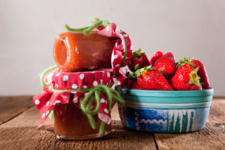 Selbstgemachte Erdbeermarmelade aus frischen Früchten