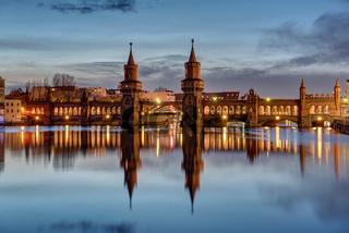 Die Spree und die Oberbaumbrücke in Berlin