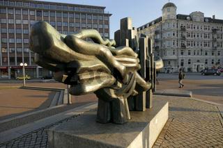 Bronzeplastik auf dem Johannes-Brahms-Platz