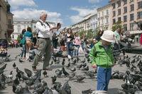 Crying child among pigeons