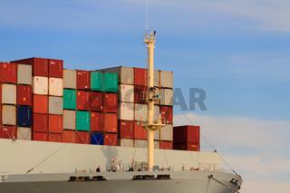 Container auf Frachtschiff